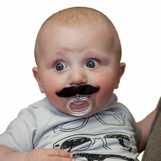 "Повод от @razverni   Рождение ребенка, что дарить? Соска Усы ""Остынь детка"" (Chill Baby), Артикул: R0427, 1 070 Р Бонус: 35 бонусов https://razverni.com/catalog/goods/soska-usy-ostyn-detka-chill-baby/"