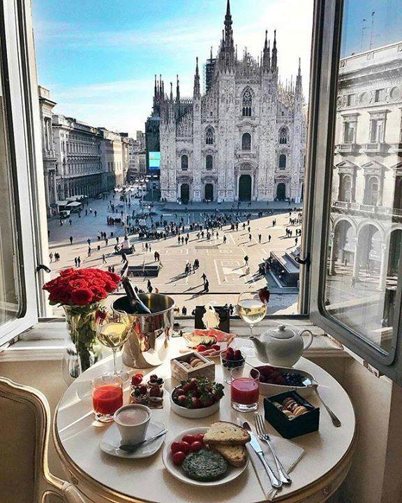 Certo che una colazione da qui ha davvero un perchè mooolto grande! #milanodavedere Foto di  @fashioninmysoul Milano da Vedere