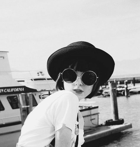 Fashion Style, Bowler Hats, Red Lips, Bangs, Vintage Hats, Retro Girls, Retro Style, Sunglasses, Black