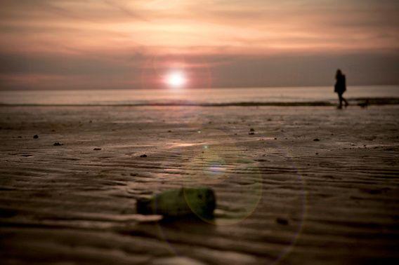Zonsondergang strand Westende Belgie. Jasper van de Gein Fotografie / Werk aan de Muur