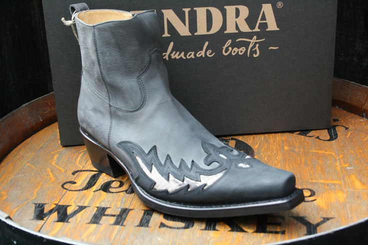 You can't go wrong with some python showing. Sendra model rawhide Gris