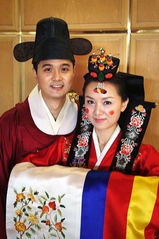 Traditional Korean Bride and Groom
