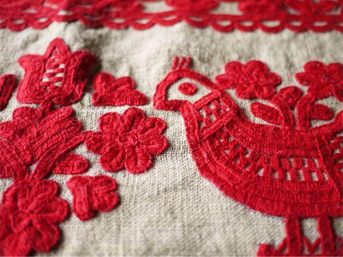"""ルーマニア・カロタセグ地方(元ハンガリー領)の伝統の刺繍。 """"イーラーショシュ""""..."""
