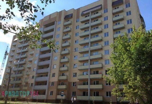 Саратов, Огородная, 1 100 000, Продажа Вторичное жилье / Однокомнатная http://realtor164.ru/prodaja-kvartir/1-komn/realty377.html  Продается однокомнатная квартира в новом, жилом десятиэтажном доме, сдан в августе 2016 года. В квартире свободная планировка, есть балкон, металлическая дверь, радиаторы отопления, установлены счетчики. Пластиковые окна. Лифт, чистый подъезд. Дом огорожен, благоустроенная придомовая территория, современная детская площадка. Развита инфраструктура, в шаговой…