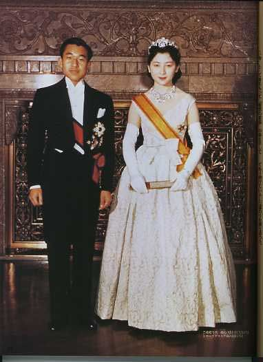 The present imperial couple wore western style dresses in their wedding ceremony in 1959.