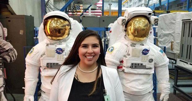 ¿Sabías que una mexicana forma parte de equipo de la NASA para la más reciente misión a Marte? Te contamos todo sobre la mujer que está haciendo historia en la ciencia. Victoria, Nasa, Inspire, Glamour, Inspiration, Fashion, Mars, Shape, Mexican