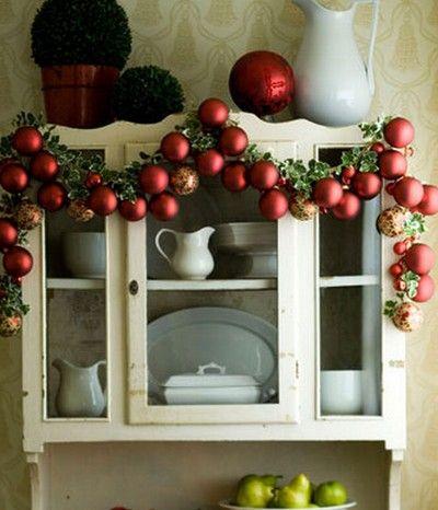 guirnaldas con esferas de navidad