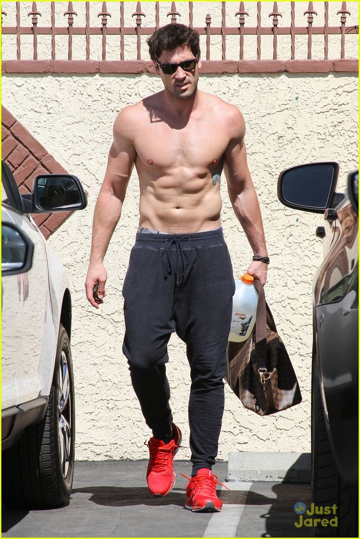 Maksim Chmerkovskiy shirtless at dwts practice
