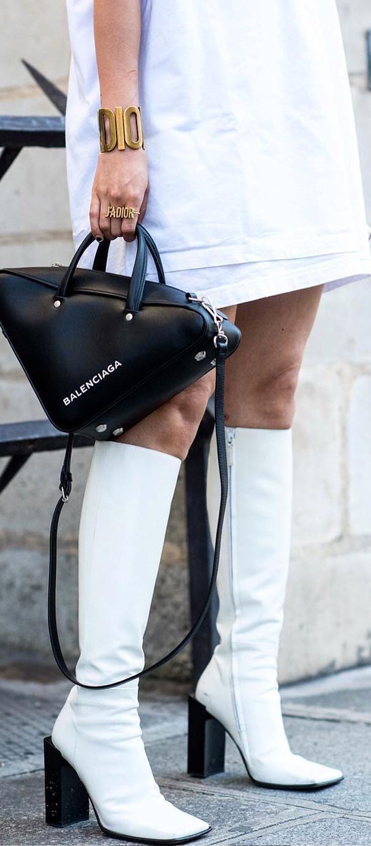 The best bags of the season come in the most unexpected shapes. Find The One Balenciaga on Farfetch now.