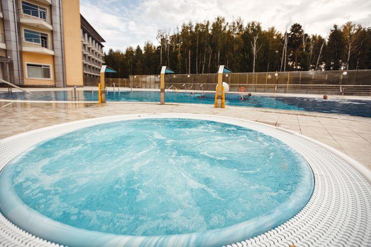 """Сегодня, после планового ремонта, в автономном режиме (отдельно от СПА центра) заработал термальный открытый бассейн с минеральной водой, который доступен всем гостям санатория """"Сибирь"""". Приглашаем!!!"""