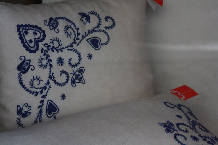 Northen portuguese embroideries are filled of hearts of all shapes. Love is all around.