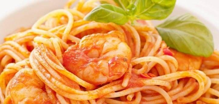 Scampi In Romige Tomatensaus Met Tagliatelli recept | Smulweb.nl