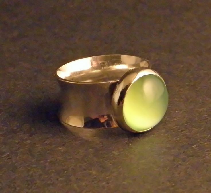 Bezel Silver Jewelry with Joy Raskin Saturday, May 31st 10:30am - 4:30pm Tuition is $70.00 per student, and there is an additional $25 - $50 materials fee to be paid to the instructor the day of the class (depending on amount of silver used). Space is limited. Pre-registration is required.