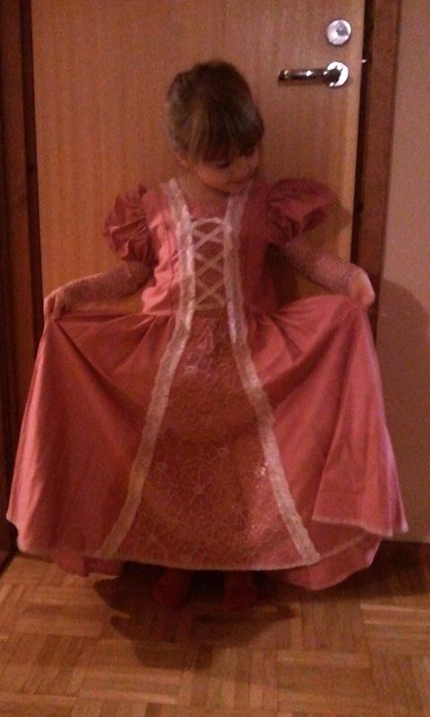 """Tangled""-dress for my daughter (patterns Line:Prinsessebogen)"