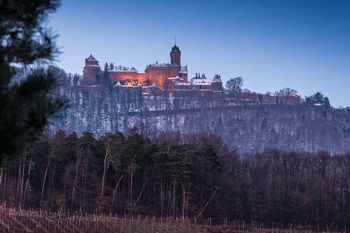 Le château du Haut-Koenigsbourg. In January, the first snows have appeared in Alsace before disappearing at night. Overlooking the plain, the castle of Haut-Koenigsbourg seems to have retained some vestiges.