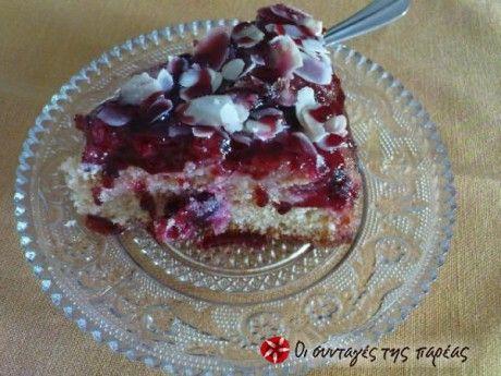 Καλοκαιρινό κέικ με κεράσια και  κερασένιο γλάσσο