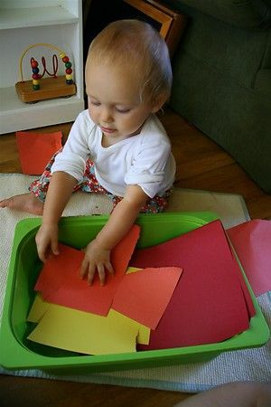 15 Independent Activities for One Year Old's... I need to do some of these to distract Lilah while I am cooking or cleaning. ;)