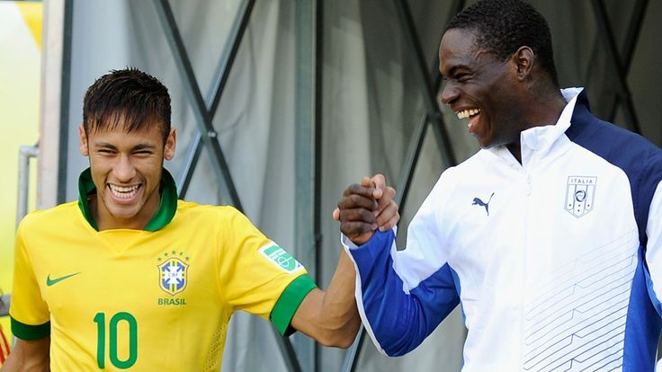 SALVADOR, BRAZIL - JUNE 22: Neymar of Brazil and Mario Balotelli of Italy joke prior to the FIFA Confederations Cup Brazil 2013 Group A match between Italy and Brazil at Estadio Octavio Mangabeira (Arena Fonte Nova Salvador) on June 22, 2013 in Salvador, Brazil. (Photo by Claudio Villa/Getty Images)