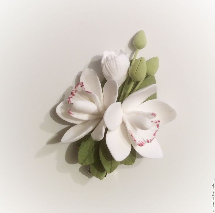 Купить Заколка для волос белые орхидеи из полимерной глины - белый, зеленый, орхидея ручной работы