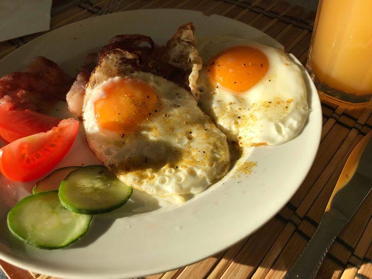 Baconos édes-erős steak borsos tojás reggeli (ham and eggs vagy hemendex)