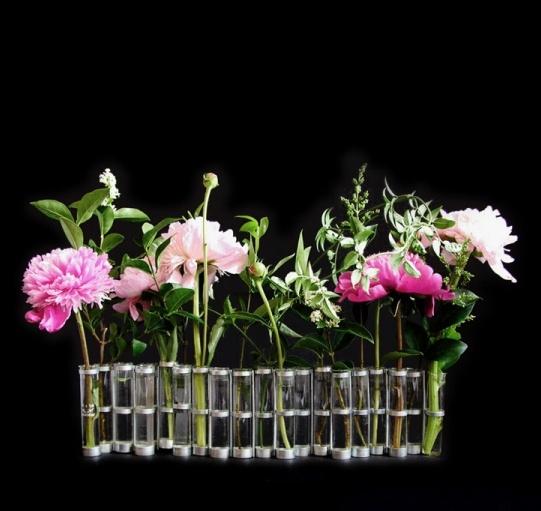 Famous vase d'avril by Tse Tse