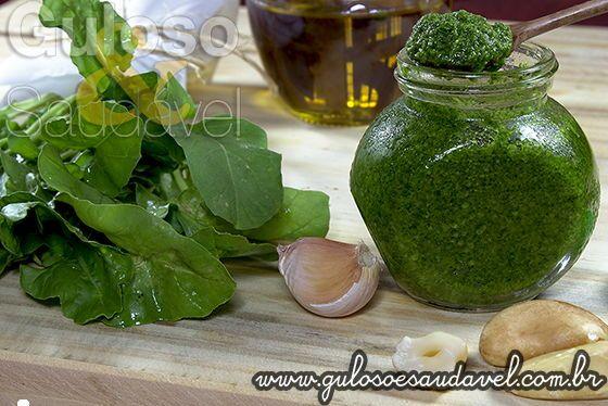 Receita de Molho Pesto de Rúcula *** Ingredientes 80 gramas: Rúcula; 7 colheres de sopa: Azeite de oliva; 2 1/2 unidades: Castanha do Pará; 1 unidade: Alho dente; 1/4 colher de chá: Sal.