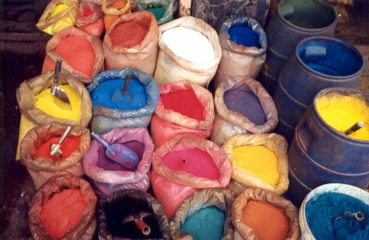 ¿Como fabricar acrilico? Si te gusta pinta con acrílicos, debes saber que es muy fácil fabricar tus propias pinturas de forma sencilla desde tu casa.