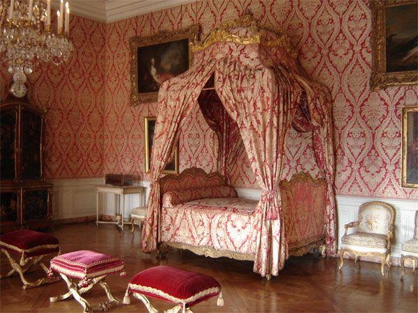 Les appartements du Dauphin et de la Dauphine - Château de Versailles - the Dauphine's bed chamber (1747)
