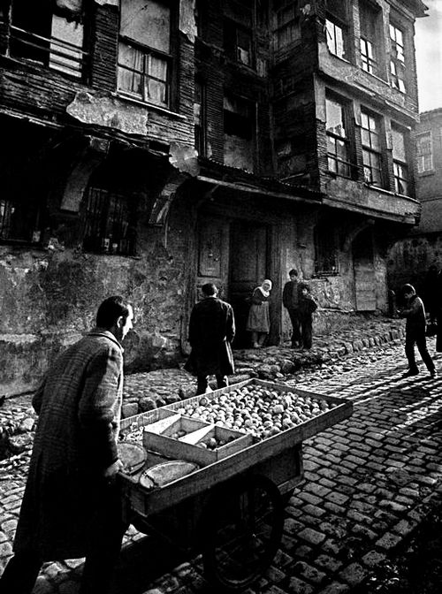 Costermonger in a street in Zeyrek, 1959. Photo by Ara Güler