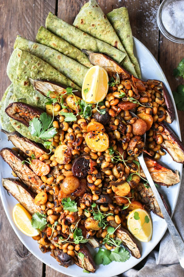 Black eyed Peas and Eggplant Curry with Spinach Roti |foodfashionparty| #blackeyedpeas #indianfoodphotography