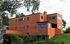 IKONBYGG: Villa Riise på Hamar kan sies å være et av funksjonalismens ikonbygg, tegnet av Arne Korsmo og Sverre Aasland. Huset er reist i pusset mur.
