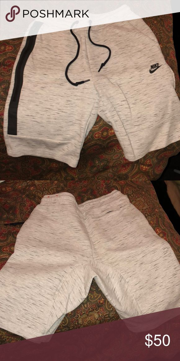 Men's nike tech, can fit woman! Men's size small nike tech shorts, I've worn them myself so they do fit woman, I've worn them 1 time and they are still like brand new. Nike Shorts