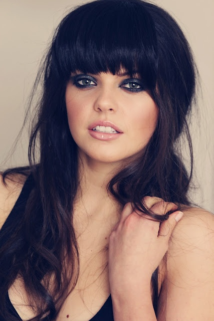 Great combo. Thick fringe/bangs and smoky eyes.