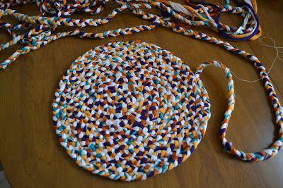 Geflochtener Teppich aus alten T-Shirts