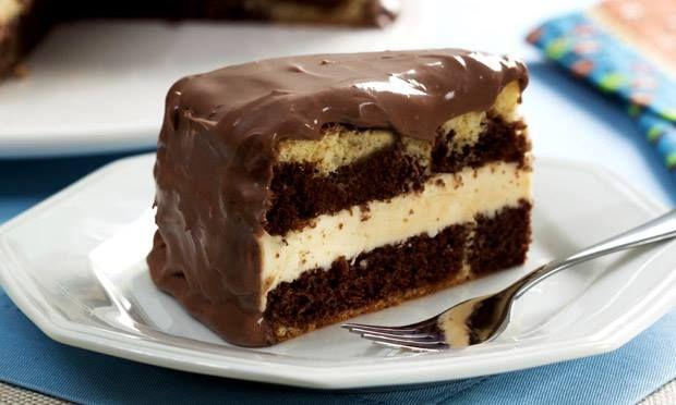 Um dos bolos mais procurados nas confeitarias tem sua receita desvendada aqui. Não vamos ensinar como fazer o pão de ló, você pode usar a receita de sua pr
