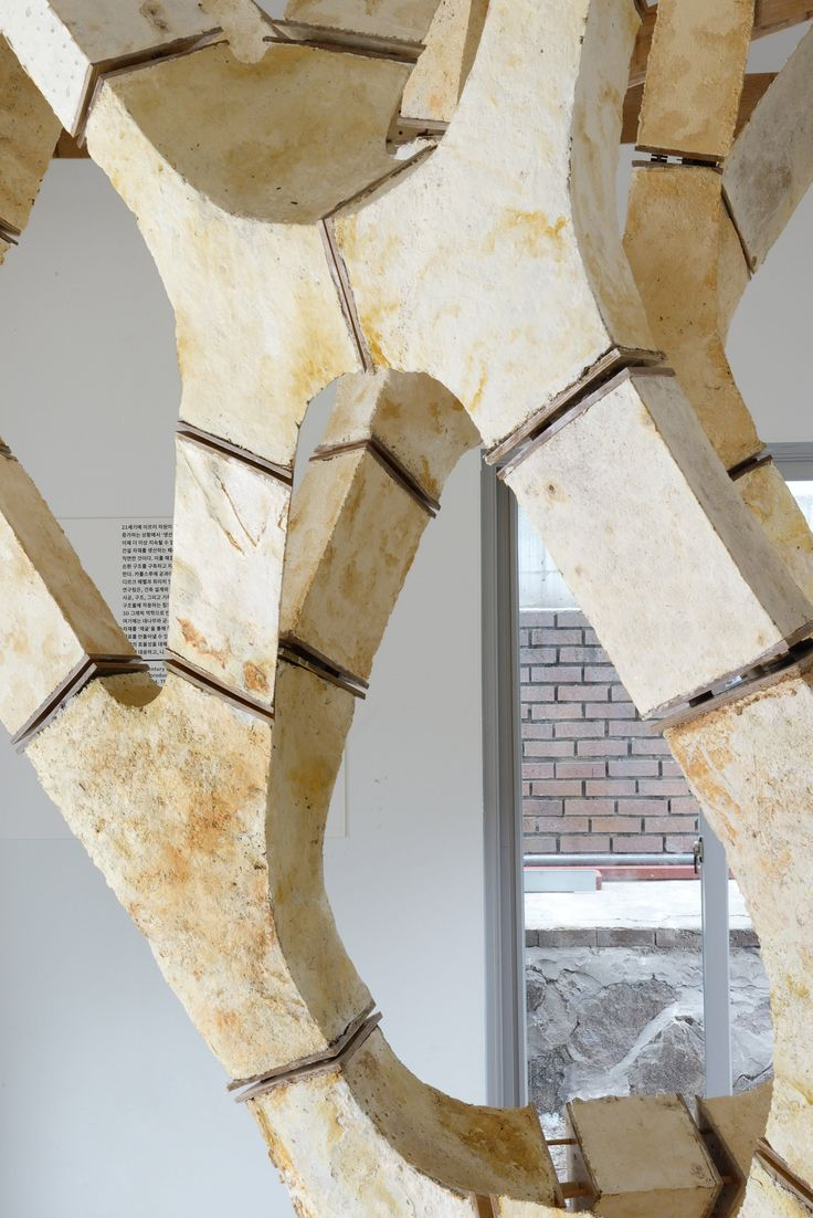 Hebel, who leads the Sustainable Construction unit at Karlsruhe Institute of Technology, and Block, who founded the Block Research Group at ETH Zürich, have created a tree-shaped structure consisting almost entirely of mycelium.