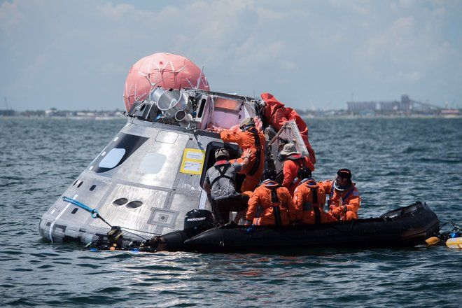 Astronauts Test Orion Spacecraft Exit Methods in the Gulf of Mexico (Photos)