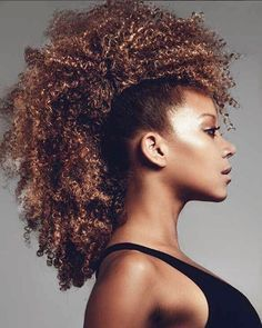 No head shaving needed to achieve a frohawk hairstyle! If you're an edgy bride who wants to rock her natural curls, try this fauxhawk inspired hairstyle for your modern wedding. | 12 Natural Hairstyles to Rock on Your Wedding Day