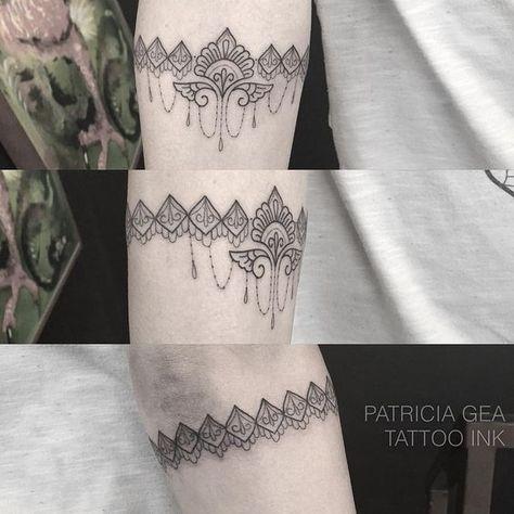 """""""Bracelete da querida Cris, tatuagem feira por mim no Estúdio Tattoo Ink ! Agente sua tattoo na recepção mais simpática de Sp ! Tattoo Ink - Rua consolação…"""""""