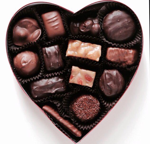 Шоколадное сердце открытка