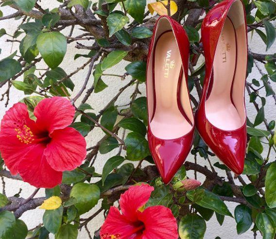 It's friday!!! ✨ Put on your positive shoes! 💥☺️  Unique Valetti Design  Amelia red stilettos in patent leather. 👠♥️  🙌 HAPPY WEEKEND DEAR FRIENDS 💋  #CherryHeel #luxuryshoeboutique #Friday #barcelona  #autumn #fashion #shoeoftheday #fashionable #style #red #shoes #madeinitaly #shoesaddict #shoestagram #fashionista #fashionstyle #blogger #love #trend #stiletto  #igersbcn #catalunya #descobreix_catalunya #shopping #барселона #мода #стиль #шоппингвбарселоне