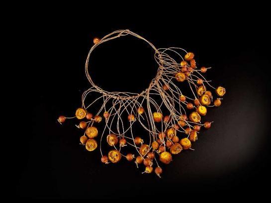 sono tutte bellissime http://www.anahagopian.com/catalogue/necklaces.html