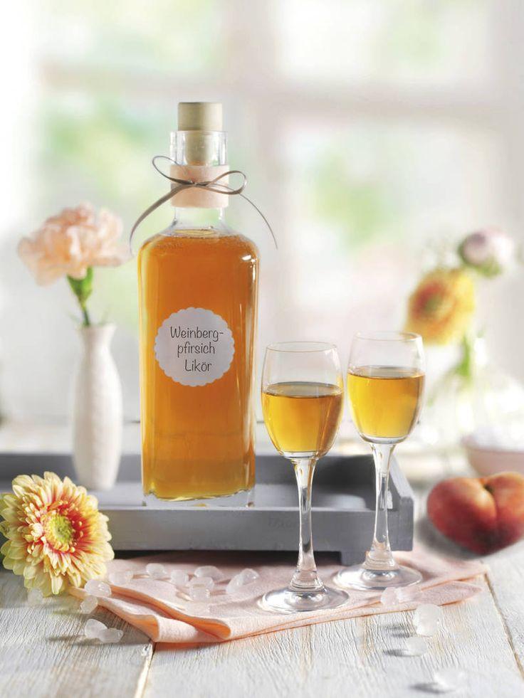 In diesem sommerlichen Likör harmonieren weißer Rum, Zimt und Nelken hervorragend mit dem aromatischen Steinobst. Auch ein tolles Party-Mitbringsel!