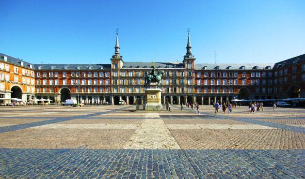 Viajar a Madrid. Plaza mayor madrid. Conoce todos los puntos de interés de Madrid y el mundo: http://losviajesdelmundo.com/realizar-reserva-hoteles-baratos-en-madrid-es-facil/