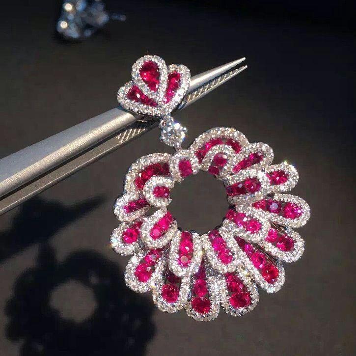 #diamondearrings #diamond #gem #gemjewelry #red #finejewellery #flowers