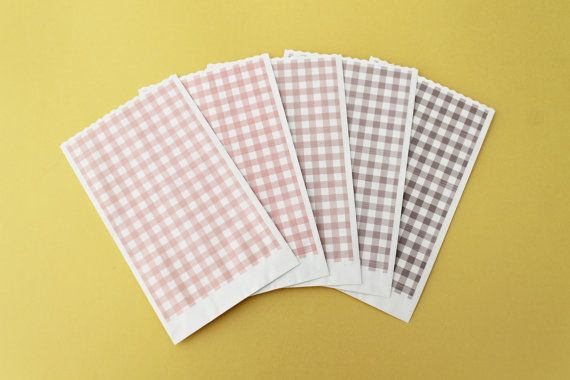 Sacchetti carta quadretti Serie Hearts Strings 9x15cm di PickaPack