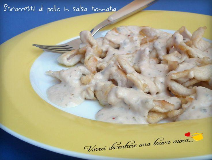 Buondì! La proposta di oggi è un secondo piatto di carne abbinato ad una salsa rinomata: gli straccetti di pollo in salsa tonnata! Solitamente è il vitello
