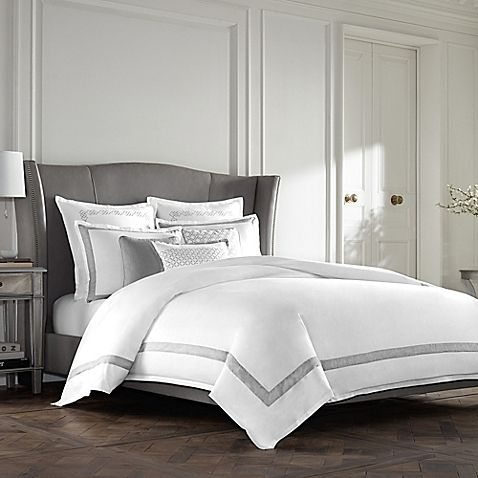 Bring hotel luxury to your bedroom with the timeless Wamsutta Collection Luxury Italian-Made Lucca Duvet Cover. Exquisitely crafted in Italy, the elegant bedding is beautifully adorned with a grey diamond jacquard on a soft white ground.