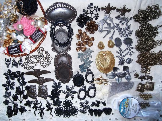 What's In a Haul, It's Bat Time Again, Free Locket and Big Discount FROM B'SUES BOUTIQUE