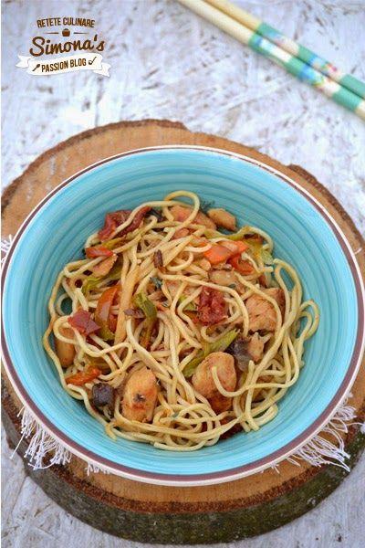 Noodles cu pui si legume http://www.simonapatras.com/2015/02/noodles-cu-pui-si-legume.html